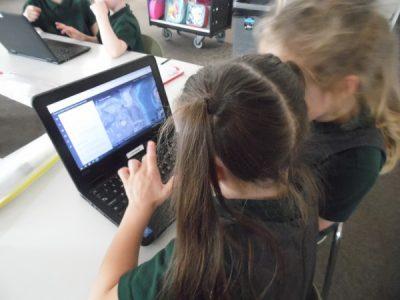 children on the laptop