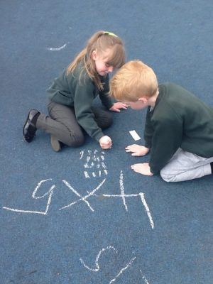Children using arrays to solve multiplication